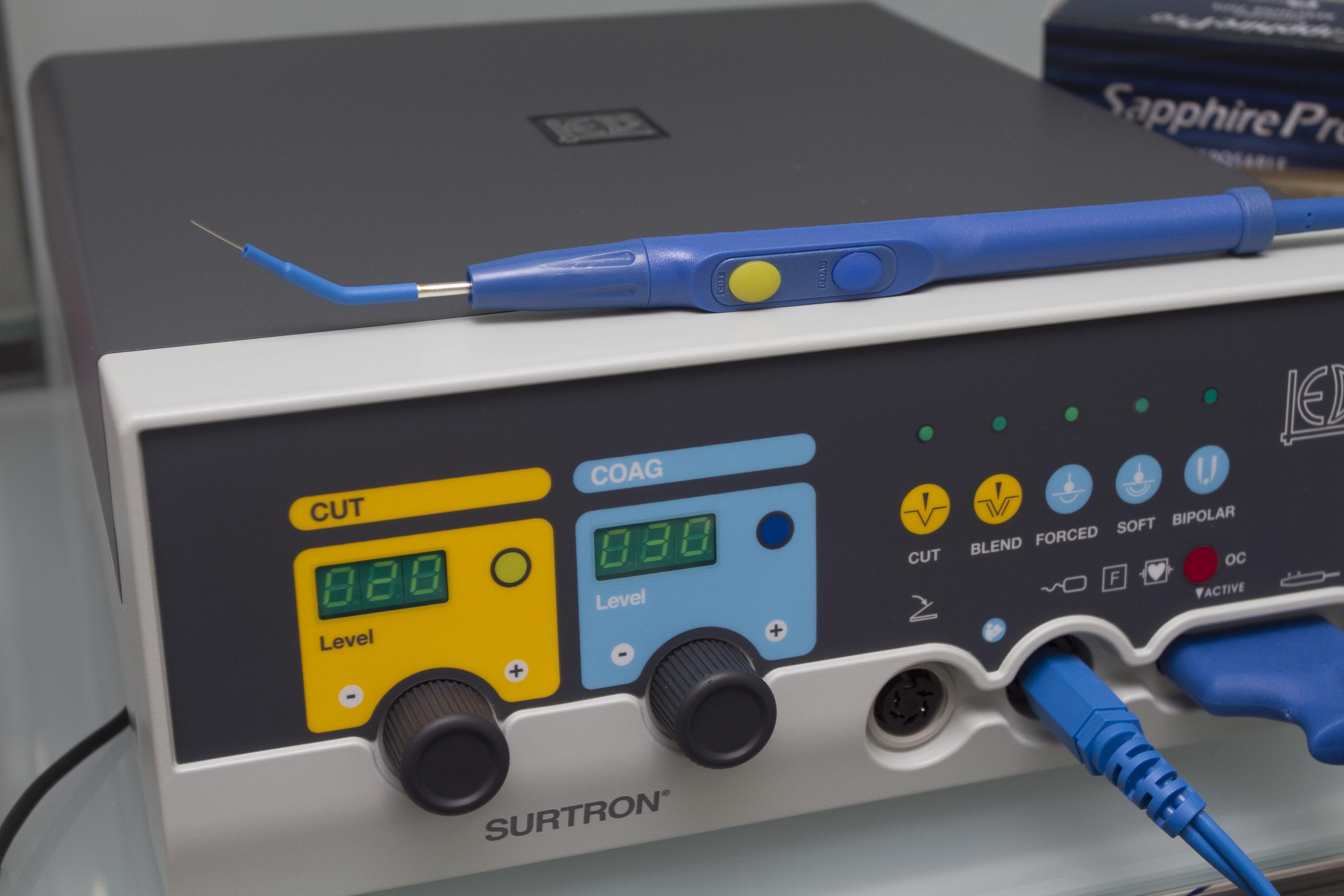 Detalle de un bisturí eléctrico empleado en intervenciones quirúrgicas de cirugía plástica